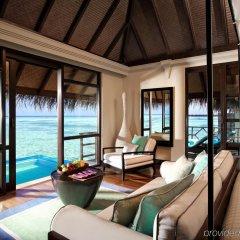 Отель Four Seasons Resort Maldives at Kuda Huraa комната для гостей фото 2