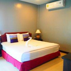 Отель Dang Sea Beach Bungalow Такуа-Тунг сейф в номере