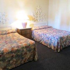 Отель Holiday Motel США, Лас-Вегас - отзывы, цены и фото номеров - забронировать отель Holiday Motel онлайн комната для гостей фото 4