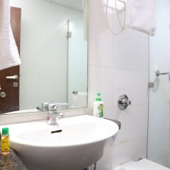 Отель FabHotel Aksh Palace Golf Course Road ванная
