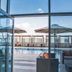 Radisson Blu Hotel, Ajman бассейн