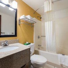Отель Americas Best Value Inn Effingham ванная фото 2