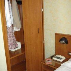 Отель Corona сейф в номере