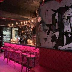 Отель Ducassi Suites Rooftop Pool Beach Club & Spa гостиничный бар