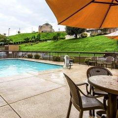 Отель Clarion Inn Chattanooga США, Чаттануга - отзывы, цены и фото номеров - забронировать отель Clarion Inn Chattanooga онлайн бассейн фото 2