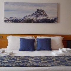 Отель Albergo Delle Alpi Беллуно сейф в номере
