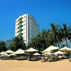 Отель The Light Hotel & Spa Вьетнам, Нячанг - 1 отзыв об отеле, цены и фото номеров - забронировать отель The Light Hotel & Spa онлайн пляж фото 2