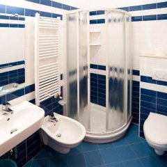 Отель Boom Италия, Римини - отзывы, цены и фото номеров - забронировать отель Boom онлайн ванная фото 2