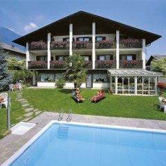 Отель Pension Weingarten Лана бассейн