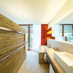 Отель Vigilius Mountain Resort Италия, Лана - отзывы, цены и фото номеров - забронировать отель Vigilius Mountain Resort онлайн ванная фото 2
