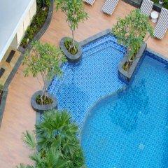 Отель Four Points By Sheraton Surabaya Сурабая бассейн
