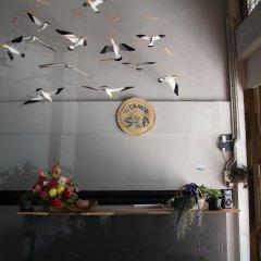 Vitamin Sea Hostel Phuket интерьер отеля