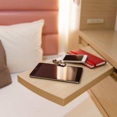 Отель Y's Cabin Yokohama Kannai в номере