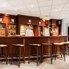 NH Geneva Airport Hotel гостиничный бар