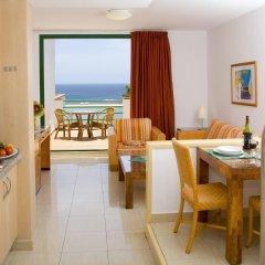 Отель Aparthotel Esquinzo Y Monte Del Mar в номере фото 2