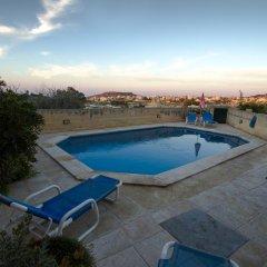 Отель Razzett Ta Pawlu Мальта, Арб - отзывы, цены и фото номеров - забронировать отель Razzett Ta Pawlu онлайн бассейн фото 3