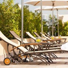 Movenpick Hotel Apartments Al Mamzar Dubai бассейн