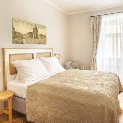 Отель U Zlatych nuzek Чехия, Прага - отзывы, цены и фото номеров - забронировать отель U Zlatych nuzek онлайн комната для гостей фото 2