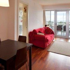 Апартаменты You Stylish Beach Apartments комната для гостей