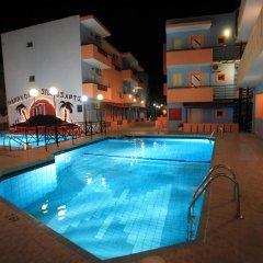 Отель Happy Days Studios бассейн