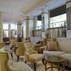 Отель Royal Hotel Paris Champs Elysées Франция, Париж - отзывы, цены и фото номеров - забронировать отель Royal Hotel Paris Champs Elysées онлайн гостиничный бар