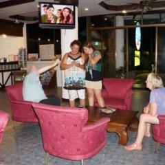 Отель The Kata Resort гостиничный бар