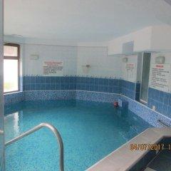 Отель Fisherman's Hut Family Hotel Болгария, Чепеларе - отзывы, цены и фото номеров - забронировать отель Fisherman's Hut Family Hotel онлайн бассейн фото 2
