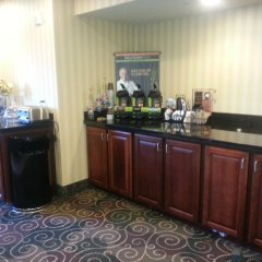 Отель Cobblestone Inn & Suites - Bloomfield питание