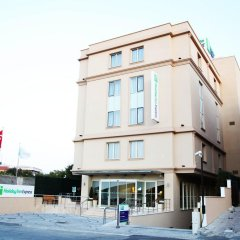Отель Holiday Inn Express Istanbul-Altunizade вид на фасад