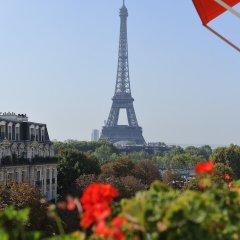 Hotel Plaza Athenee Париж приотельная территория