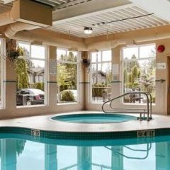 Отель Best Western Maple Ridge Hotel Канада, Мэйпл-Ридж - отзывы, цены и фото номеров - забронировать отель Best Western Maple Ridge Hotel онлайн бассейн