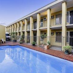 Отель Scottys Motel бассейн фото 2