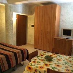 Отель Gemini City Centre Studios сейф в номере