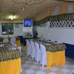 Отель Alamo Bay Inn Филиппины, остров Боракай - отзывы, цены и фото номеров - забронировать отель Alamo Bay Inn онлайн питание фото 3