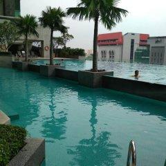 Отель Queens Service Suite at Swiss Garden residence Малайзия, Куала-Лумпур - отзывы, цены и фото номеров - забронировать отель Queens Service Suite at Swiss Garden residence онлайн бассейн
