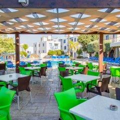 Отель Green Bungalows Hotel Apartments Кипр, Айя-Напа - 6 отзывов об отеле, цены и фото номеров - забронировать отель Green Bungalows Hotel Apartments онлайн питание фото 3
