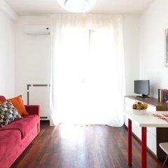 Апартаменты Sparano Centro East End Apartments Бари комната для гостей фото 2