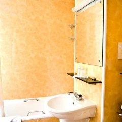 Отель Park Avenue Bayswater Inn Hyde Park Великобритания, Лондон - 12 отзывов об отеле, цены и фото номеров - забронировать отель Park Avenue Bayswater Inn Hyde Park онлайн ванная фото 3