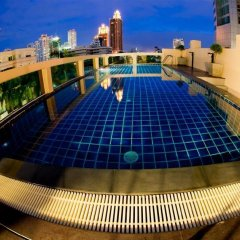 Отель Icheck Inn Residence Sukhumvit 20 Бангкок бассейн