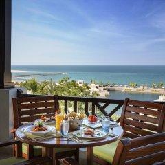 Отель The Cove Rotana Resort балкон фото 3