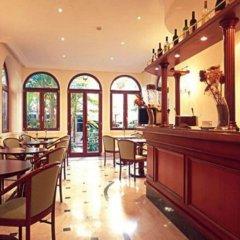 Astoria Garden Hotel гостиничный бар