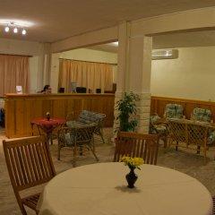 Отель Regos Resort Hotel Греция, Ситония - отзывы, цены и фото номеров - забронировать отель Regos Resort Hotel онлайн интерьер отеля