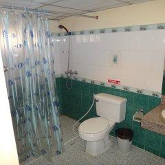 Отель Richman Poorman Guesthouse ванная фото 2