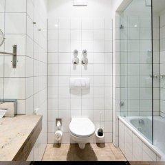 Отель Burns Art Дюссельдорф ванная фото 2