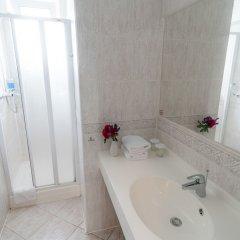 Отель Penzion Fan Чехия, Карловы Вары - 1 отзыв об отеле, цены и фото номеров - забронировать отель Penzion Fan онлайн ванная фото 5
