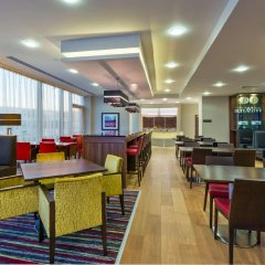 Отель Hampton by Hilton Luton Airport питание