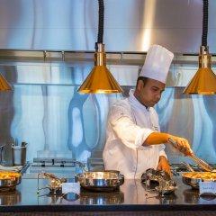 Metropolitan Hotel Dubai гостиничный бар