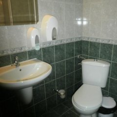 Отель Family Hotel Kredo Болгария, Сливен - отзывы, цены и фото номеров - забронировать отель Family Hotel Kredo онлайн ванная фото 2