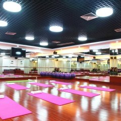Century Plaza Hotel фитнесс-зал фото 2