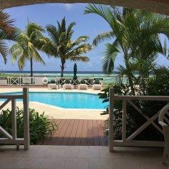 Отель Coral Sands Beach Resort балкон